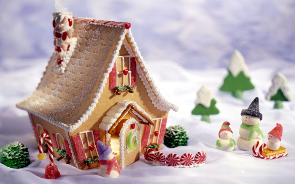 #AVeryBerryChristmas: Gingerbread House Competition